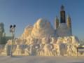 [哈尔滨] 冰雪大世界 すでに暖かいので雪像が溶けてる...
