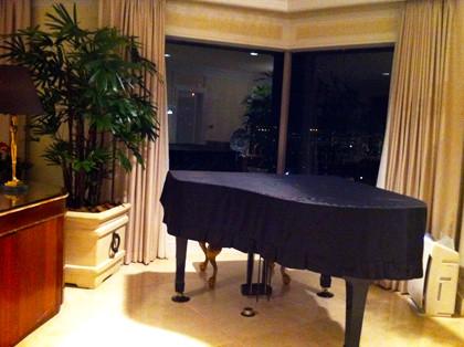 ホテル阪急 プレジデンシャルスイートのグランドピアノ