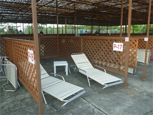 豊島園プールの有料席、奥側のペアシート