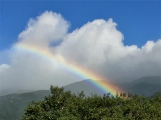 知床五湖の帰り道、大きな綺麗な虹が見えました。