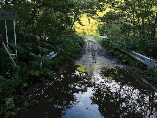 養老牛温泉の無料の野天風呂。カラマツの湯に向かう道