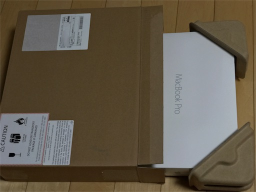 MacBookPro整備済製品を梱包します