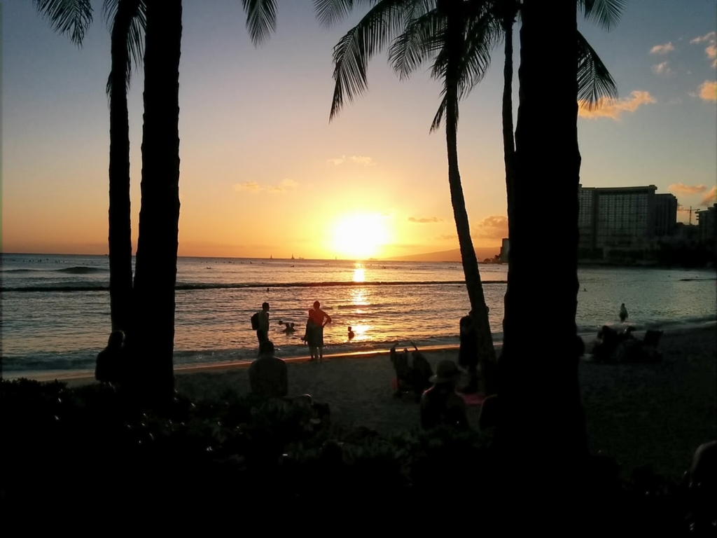 ワイキキビーチのサンセットの写真