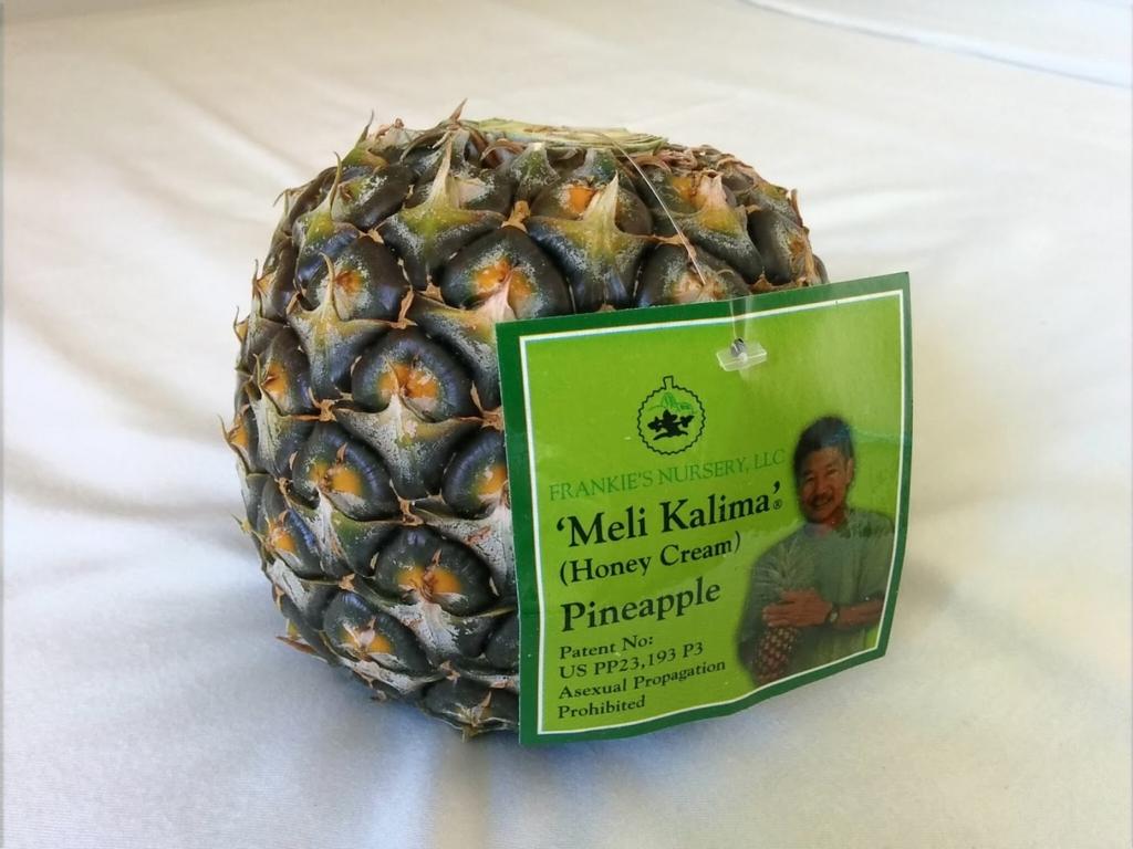 ハワイで購入したハニークリームというパイナップルの写真