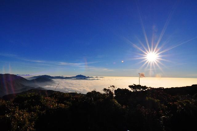フィリピンのリゾート地で撮られた日の出の写真
