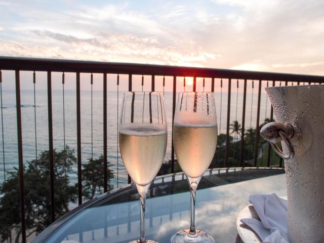 グラスに入ったシャンパンの画像