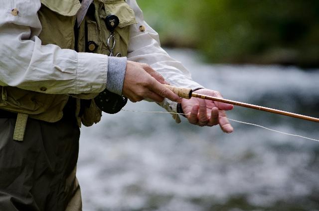 釣りをしている男性の写真