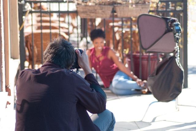 モデルとカメラマンが写っている写真