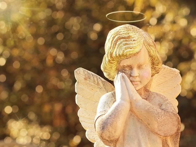 天使の銅像の写真