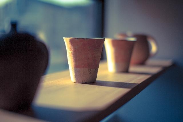 シンプルな陶芸作品の写真