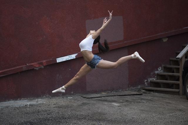 練習中のダンサーの写真
