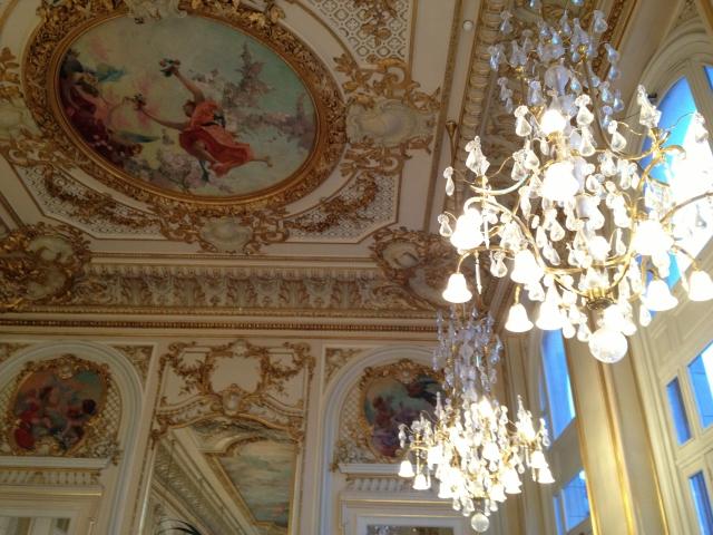 パリ、オルセー美術館の天井画の写真