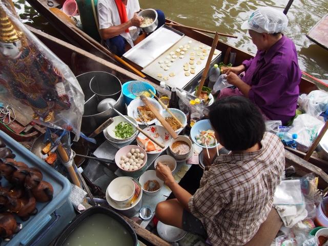 タイの水上マーケットの写真