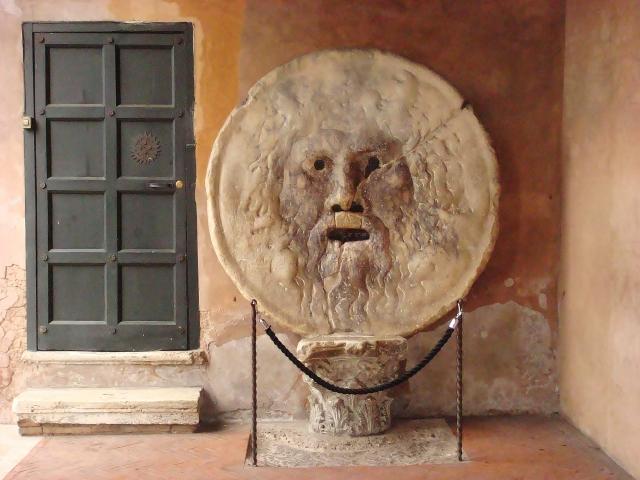 イタリアにある真実の口の写真