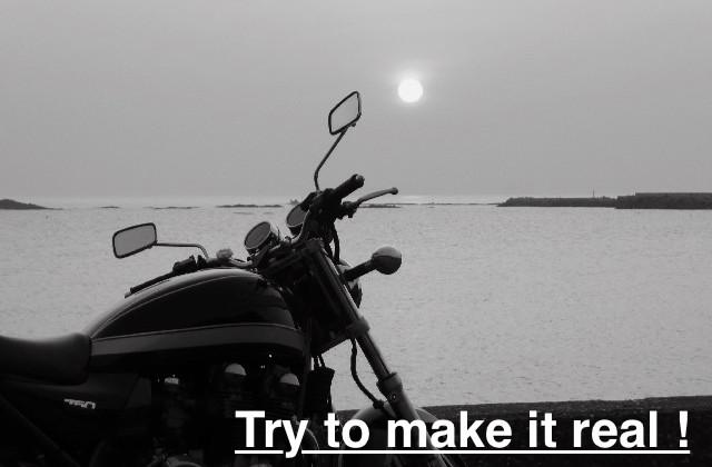 夕日とバイクの写真