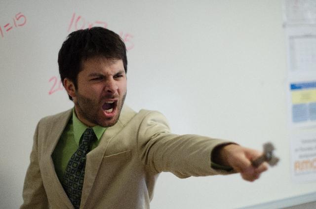 怒っている教師の写真
