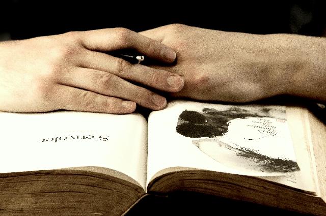 読書している人の写真