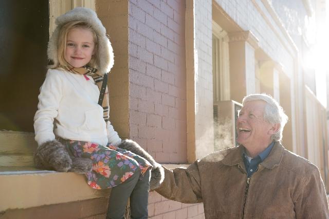 おじいさんと孫の写真