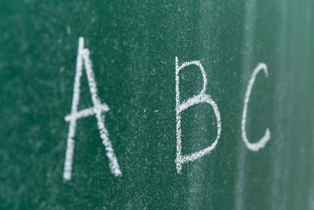 ABCと書かれた黒板の写真
