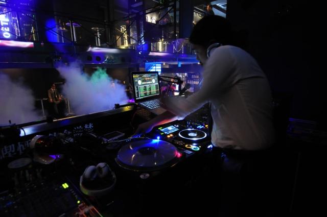 """""""DJの写真"""