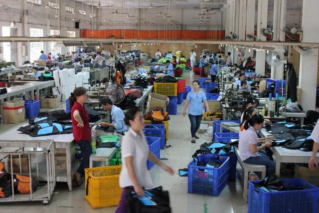 東南アジアのカバン工場の写真