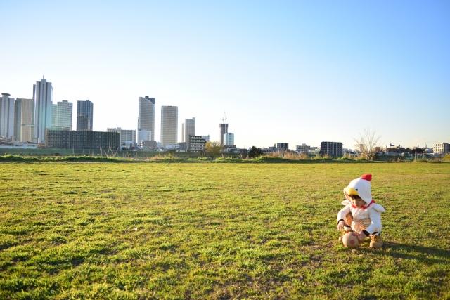 河川敷河川敷で遊ぶ子供の写真