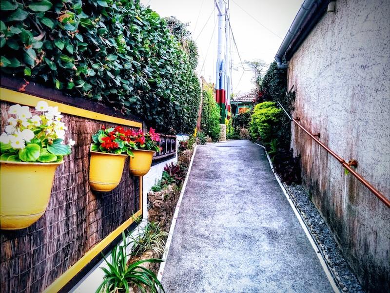 沖縄で撮影した路地裏の写真