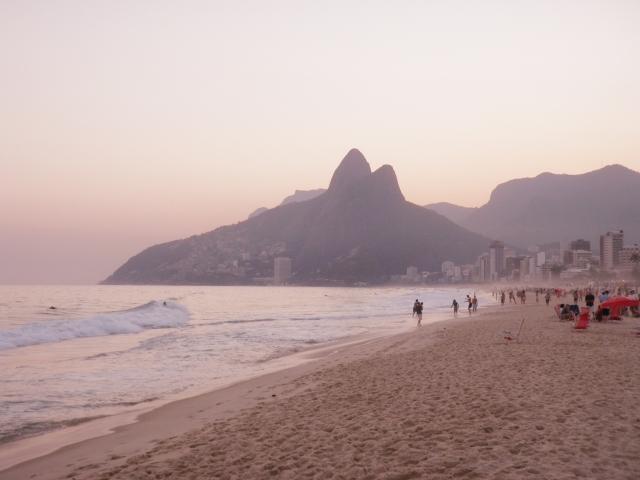 夕暮れの砂浜の写真