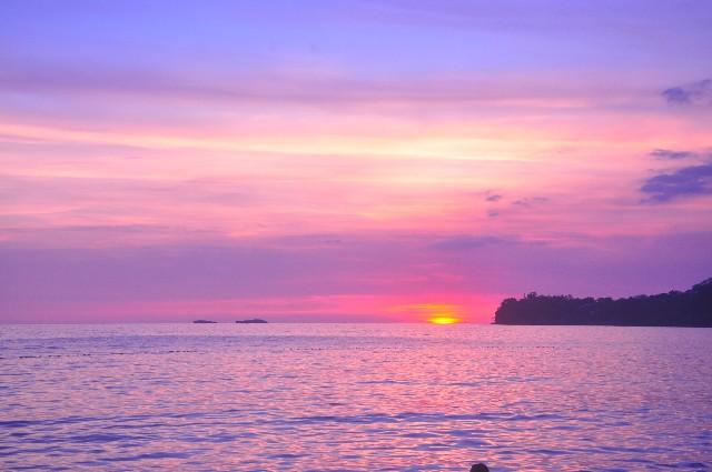 海辺で撮影した夕焼けの夕焼けの写真