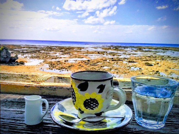 沖縄にあるカフェの写真