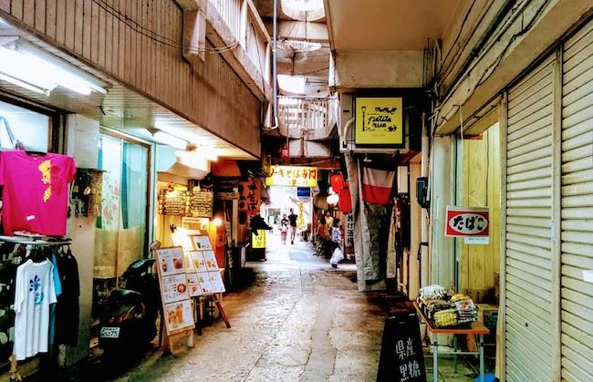商店街の裏通りの写真