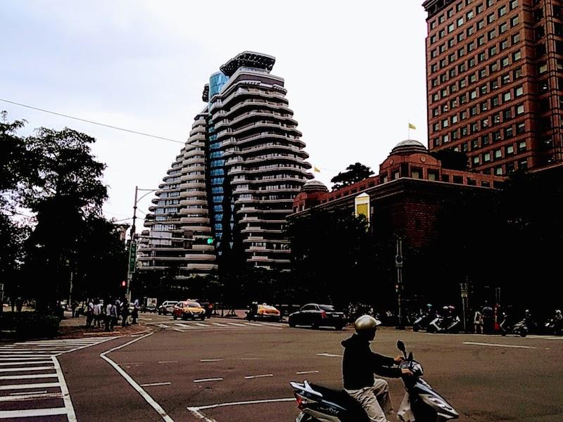 台北にあるビルの写真