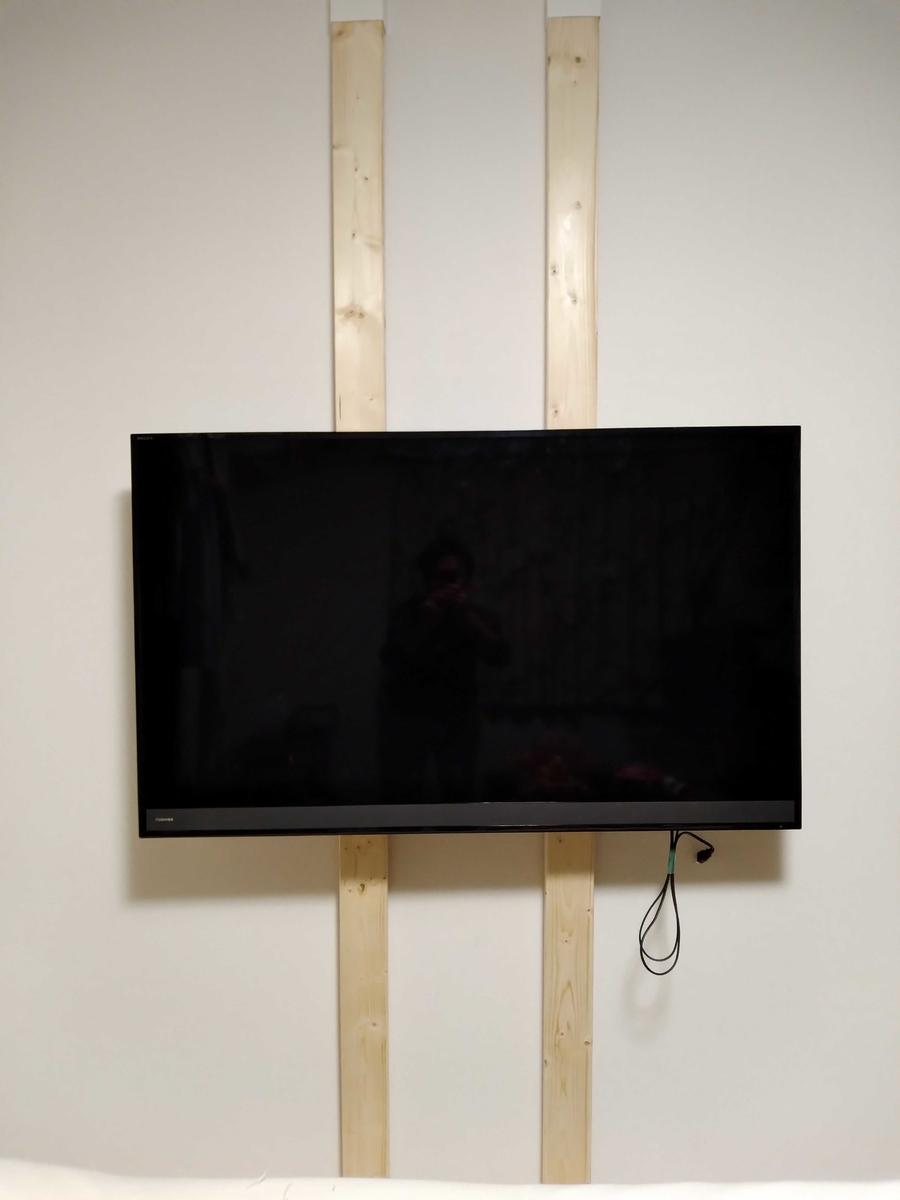 壁掛けしたテレビ