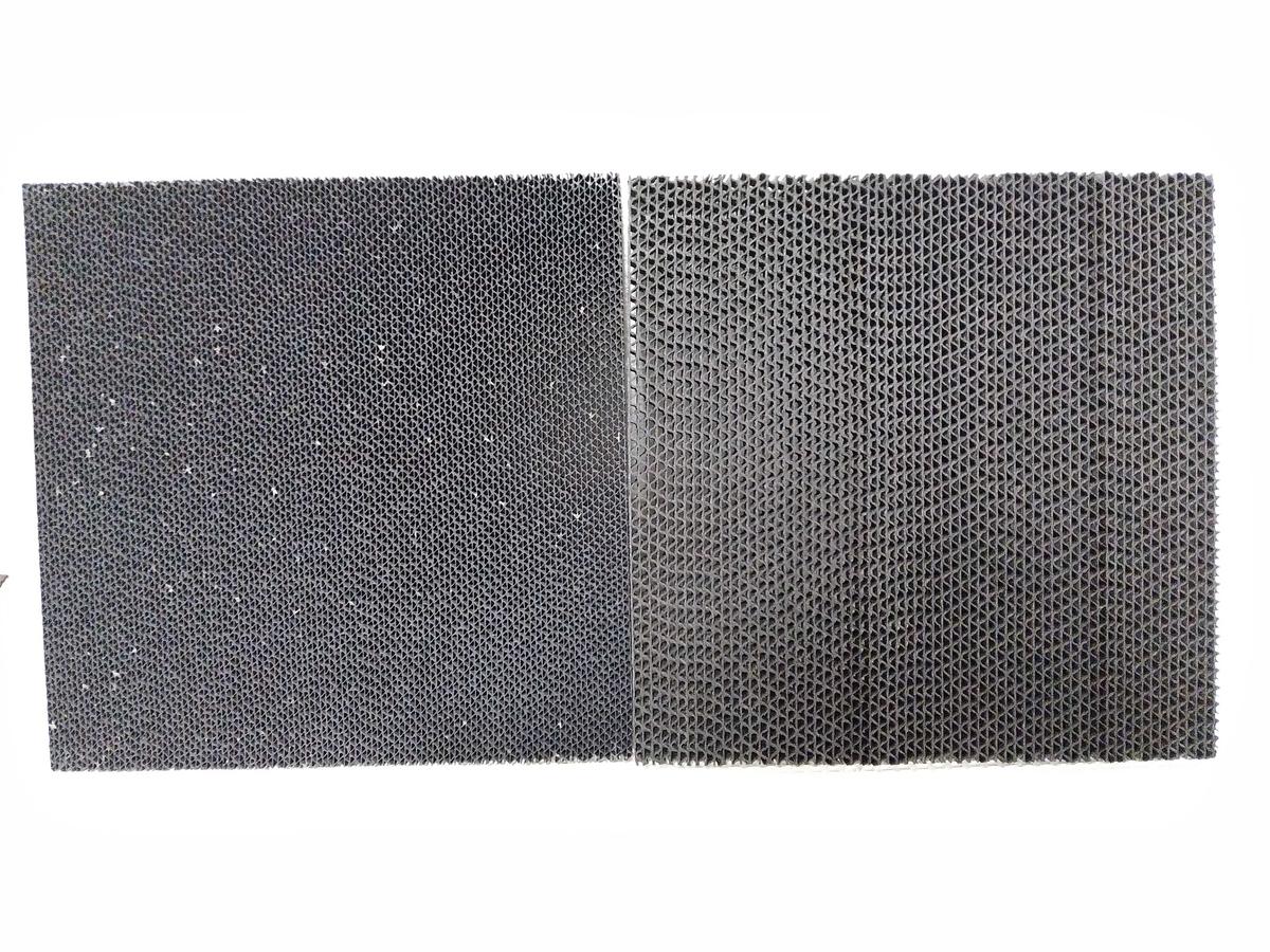 5年使用(左)と新品(右)の脱臭フィルター