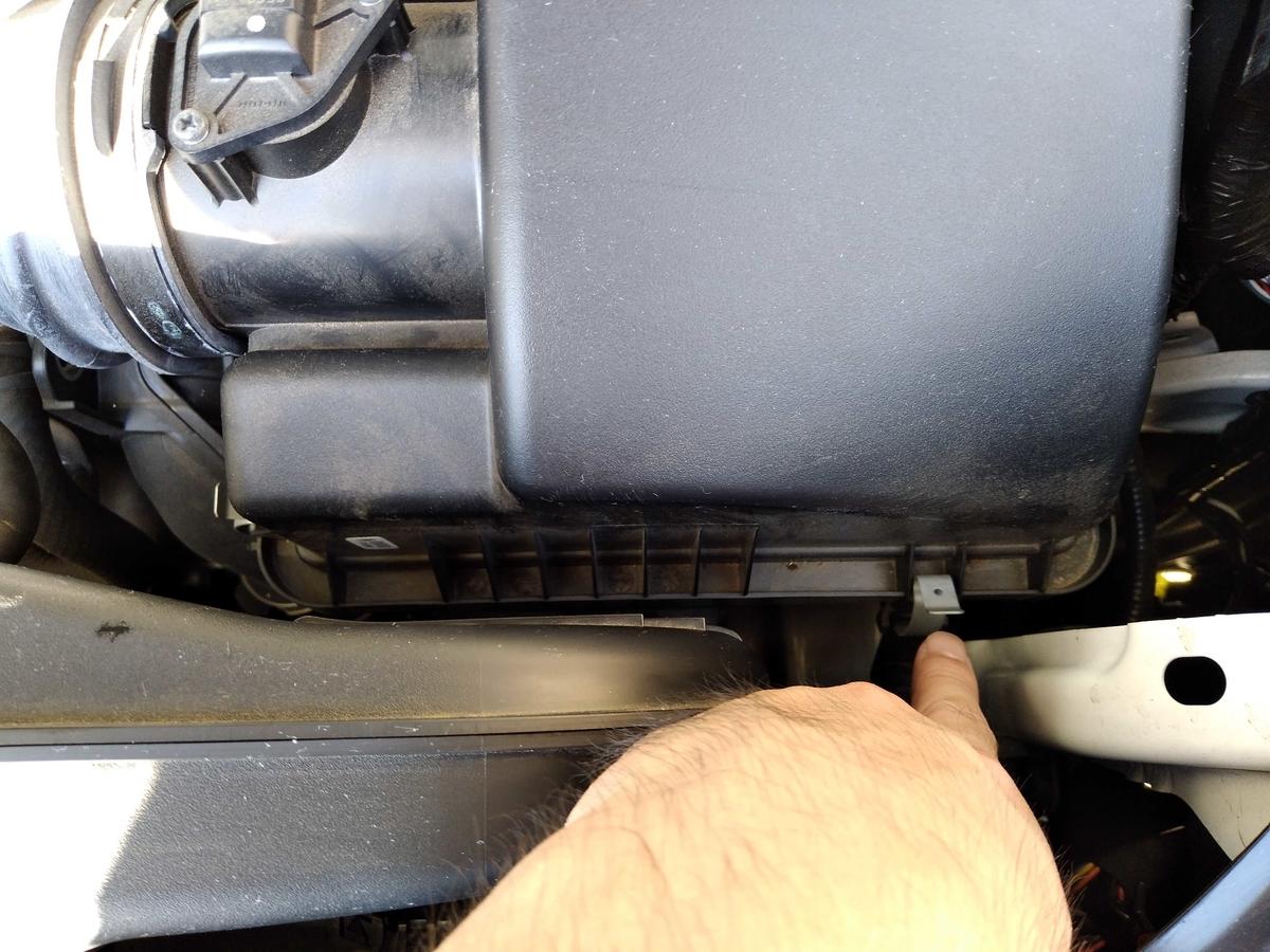 エアクリーナーの取り外し方 - その1