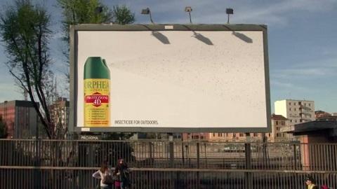 蚊を自然に引き寄せ、殺虫剤の強力な能力を伝えるアドボード - Campaign_Otaku