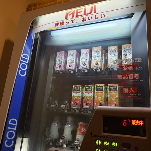紙パックジュースの販売機