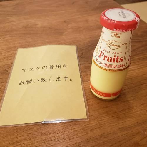 瓶に入ったフルーツ牛乳