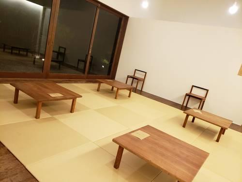 休憩所に並ぶ座卓