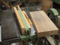 この板材から脚部材を切り出します。