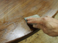 塗料を多めに塗って研磨、拭き取り、乾燥後、再塗装です