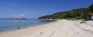 屋代島・逗子ヶ浜海水浴場