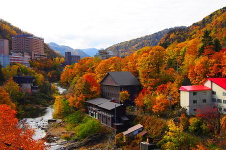 紅葉の定山渓温泉