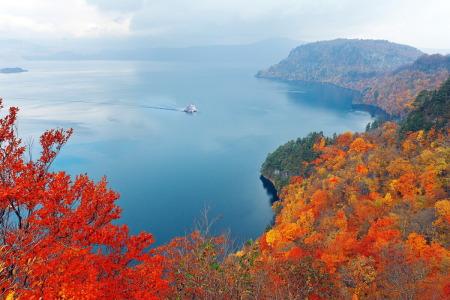 紅葉の十和田湖