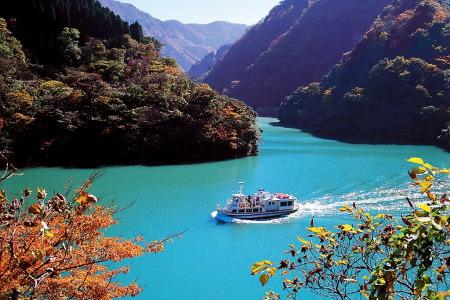 紅葉の庄川峡