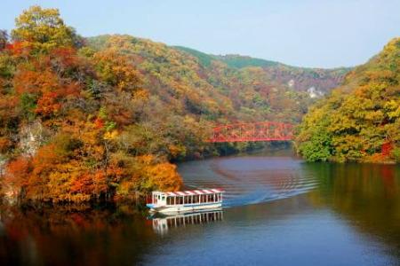 紅葉の帝釈峡神竜湖