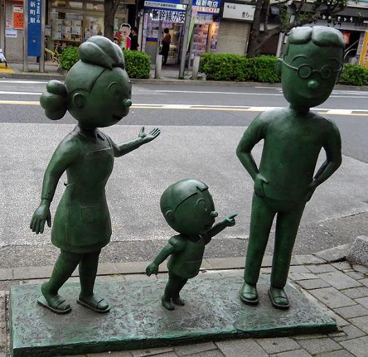 桜新町 サザエ像