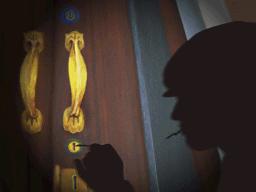 開錠を試みる泥棒