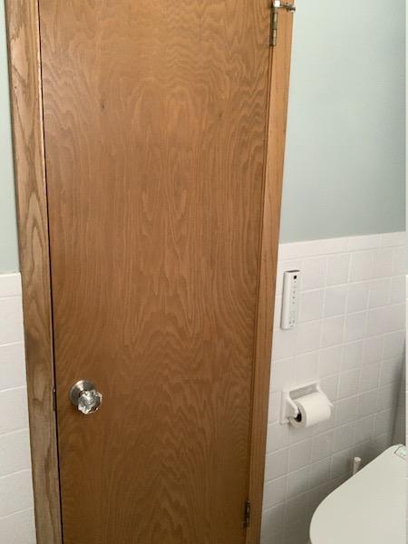 Before のくすんだ色のドア