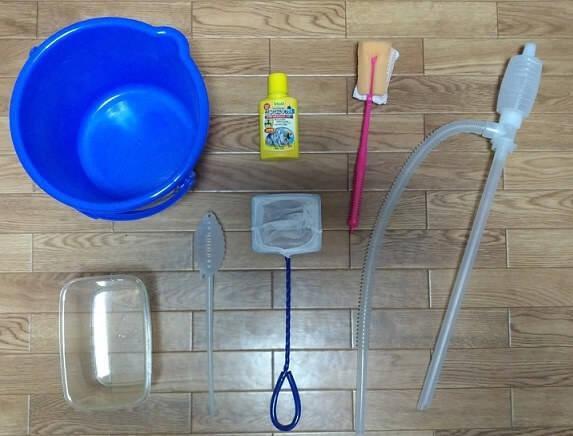 ザリガニの水槽掃除の準備物